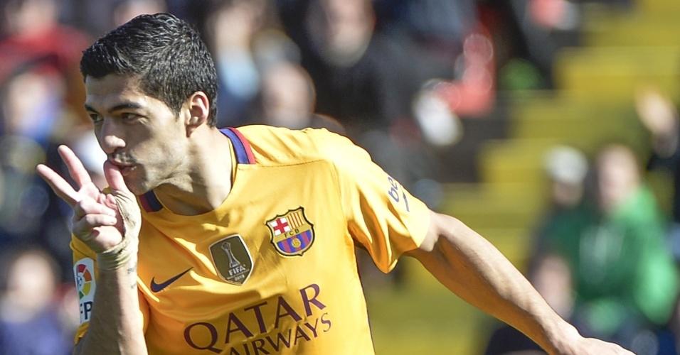 7.fev.2016 - Luis Suárez comemora após marcar o segundo gol do Barcelona na vitória por 2 a 0 sobre o Levante