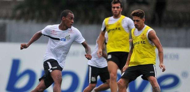 Luiz Felipe e Neto Berola em treino do Santos. Os dois se enfrentam neste domingo - Divulgação/SantosFC