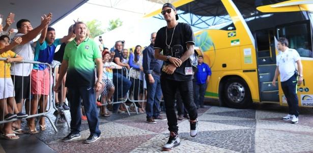 Neymar chega a Natal para Brasil x Bolívia