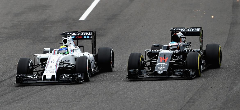 Massa e Alonso travam disputa no GP do Japão de 2016 - Mark Thompson/Getty Images