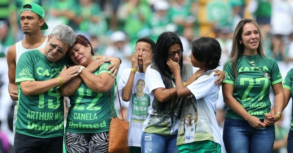 Os familiares das vítimas não conseguiram segurar a emoção