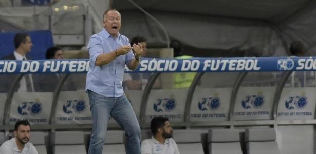 Técnico Mano Menezes orienta o Cruzeiro
