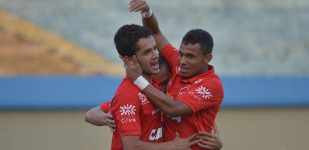 Alípio, do Vila Nova, comemora gol marcado contra o Internacional no Serra Dourada - ANDRÉ COSTA/ESTADÃO CONTEÚDO