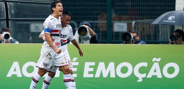 Hernanes comemora após marcar pelo São Paulo contra o Flamengo - Alexandre Schneider/Getty Images