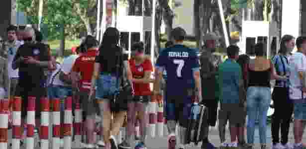 Cristianos Ronaldos pintaram a volta do Beira-Rio antes do jogo - Marinho Saldanha/UOL - Marinho Saldanha/UOL