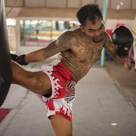 Chalermpol Sawadsuk, ex-presidiário tailandês beneficiado por programa de reabilitação de seu país por meio da luta - Divulgação/Prison Fighters