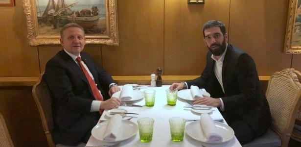 Arda Turan e o presidente do Basaksehir, da Turquia