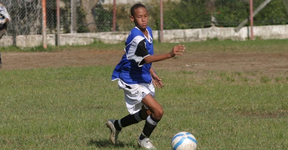 Neymar, em 2006, quando atuava na categoria sub-15 na base do Santos