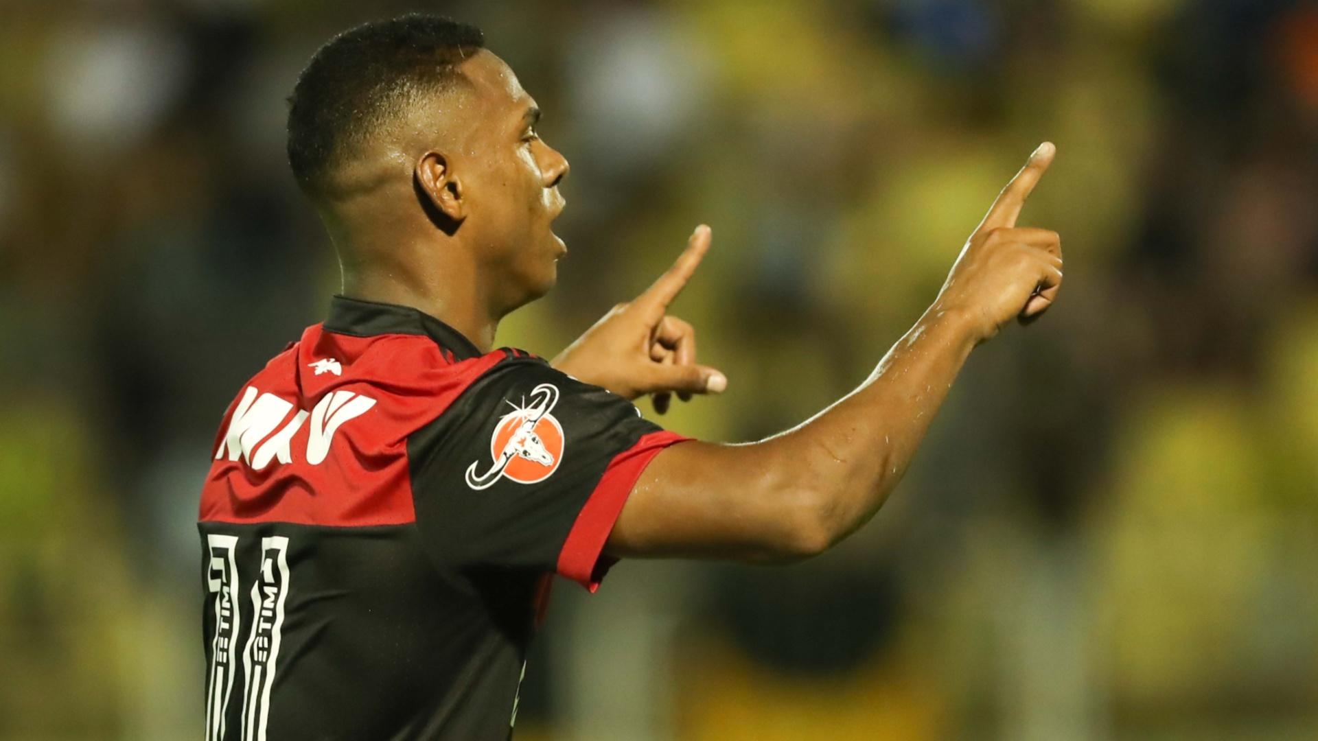 Lucas Silva comemora gol do Flamengo sobre o Volta Redonda