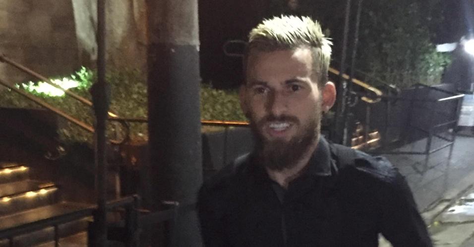 Lucas Lima chega no Villa Mix para aniversário de Rafaella, irmã de Neymar
