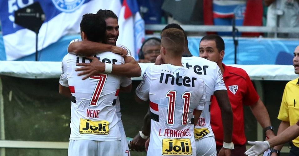 Jogadores do São Paulo comemoram um dos gols marcados contra o Bahia