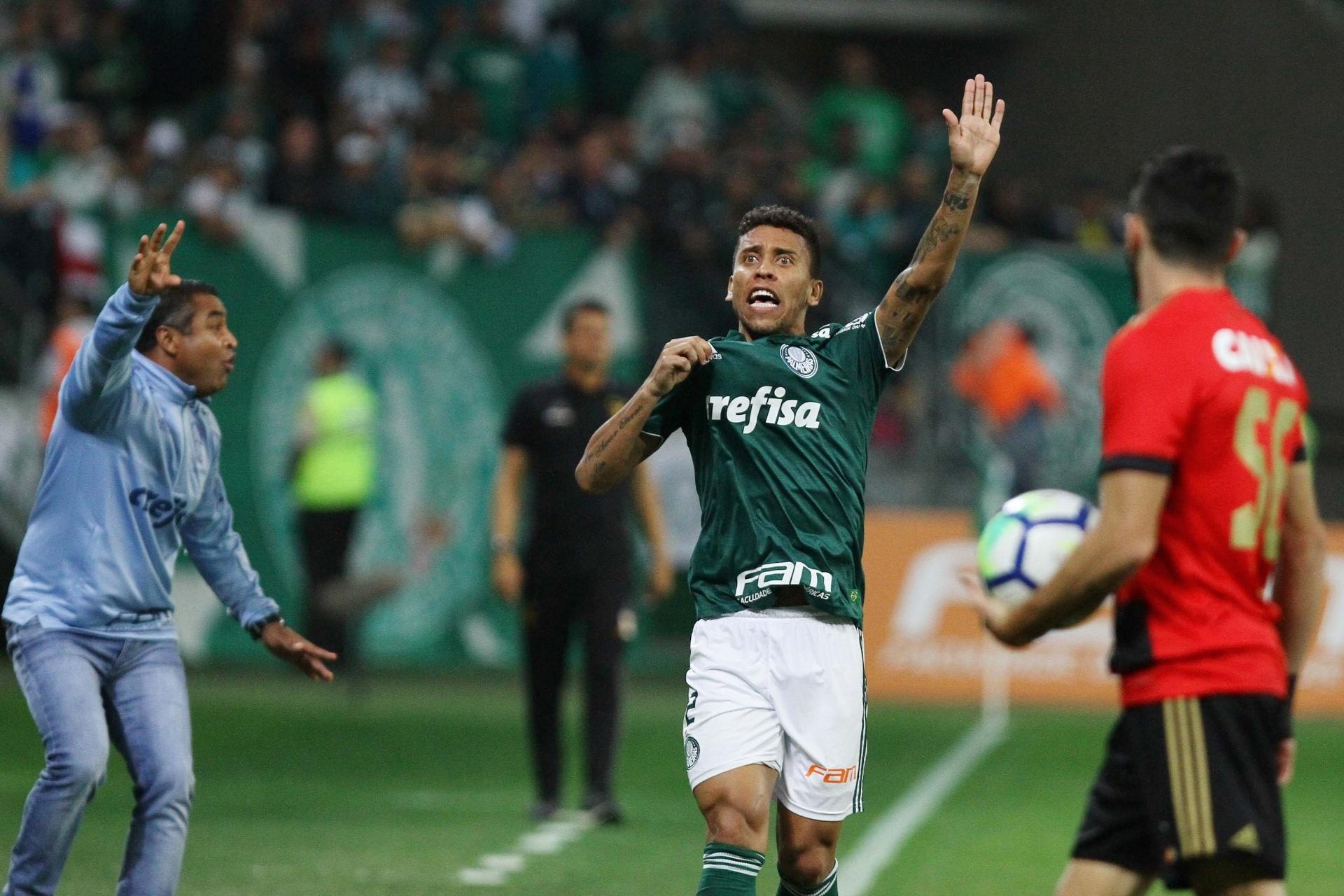 c2504034ae Grêmio espera resolver situação de Léo Moura para investir em Marcos Rocha  - 14 12 2018 - UOL Esporte