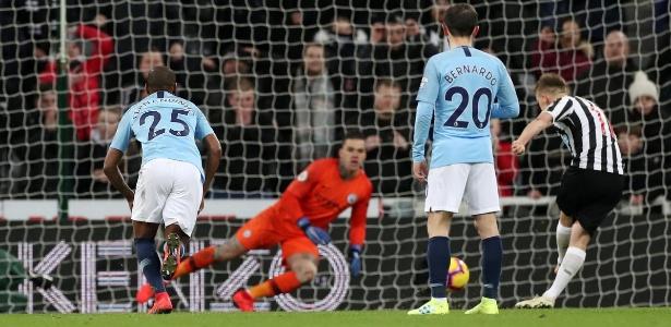 Ritchie anotou de pênalti o gol da vitória do Newcastle - Lee Smith/Reuters