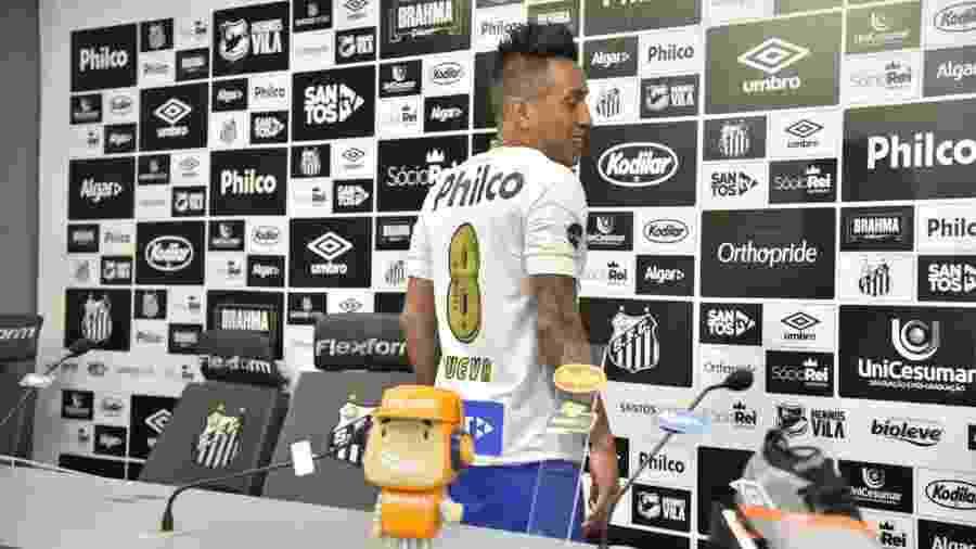 deda4b8be2 Santos  Cueva veste a 8 de Renato