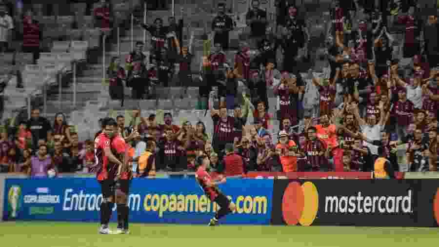 Athletico Paranaense comemora o gol em partida contra o Jorge Wilstermann pela Libertadores - Gabriel Machado/AGIF