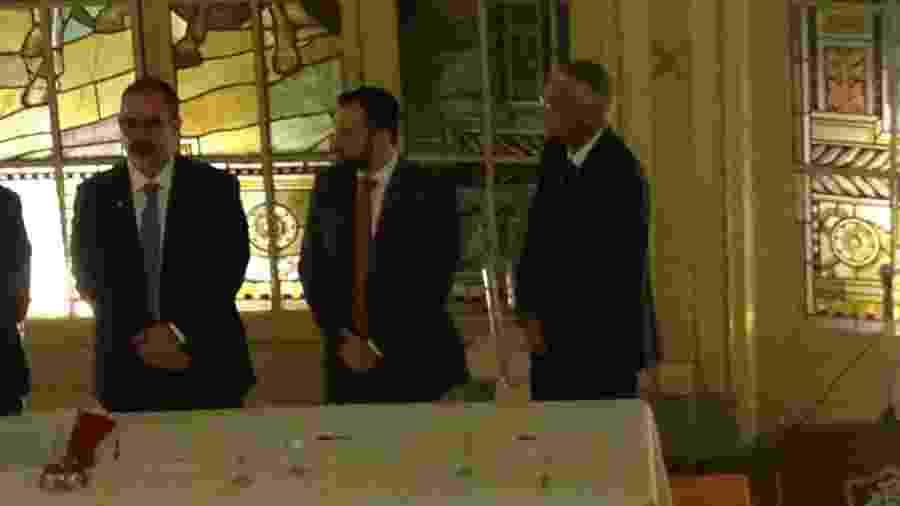 Pedro Abad (e), Mario Bittencourt (c) e Celso Barros (d) na posse de Bittencourt no Fluminense - Léo Burlá / UOL