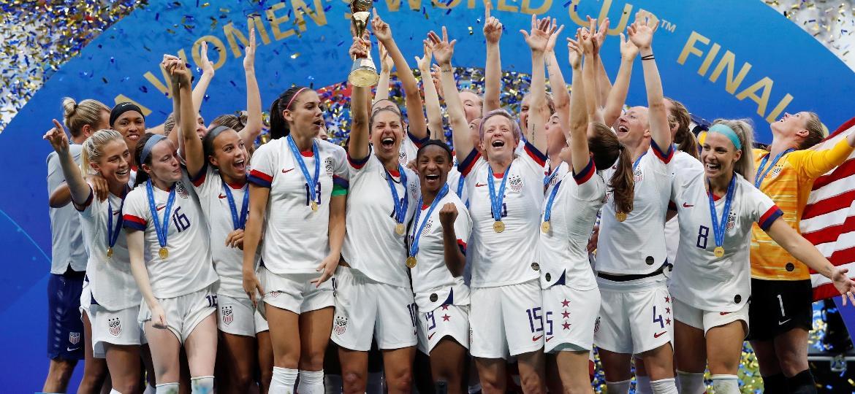Jogadoras dos Estados Unidos comemoram título da Copa do Mundo feminina - Bernadett Szabo/Reuters