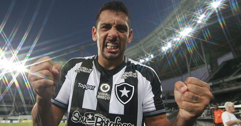 Diego Souza comemora primeiro gol do Botafogo contra o Atlético-MG