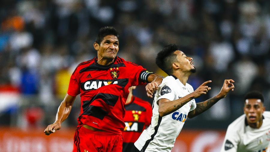 Durval, ex-zagueiro e ídolo do Sport, perdeu o pai para a covid-19 - Rubens Cavallari/Folhapress