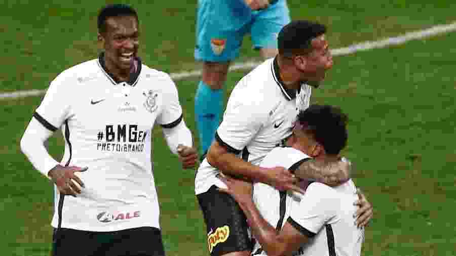 Time do Corinthians comemora gol de Ederson diante do Mirassol pelo Campeonato Paulista - Marcello Zambrana/AGIF