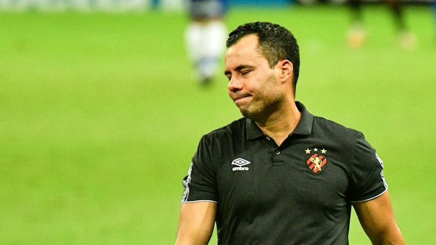 Jair Ventura comanda o Sport durante partida contra o Fortaleza pelo Brasileirão 2020 - Kely Pereira/AGIF