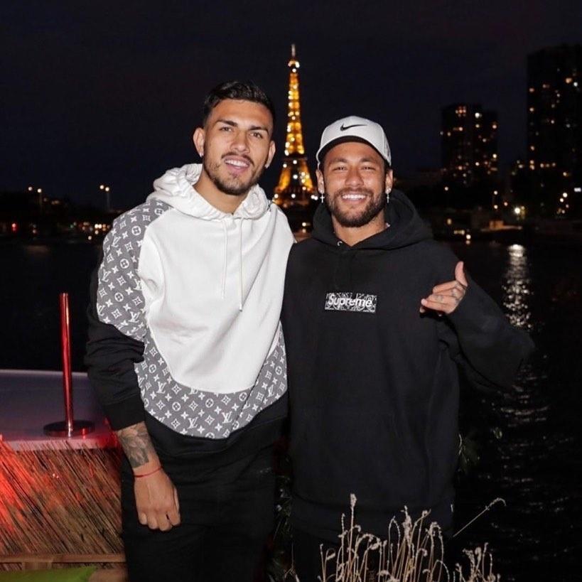 Neymar e Paredes em Paris