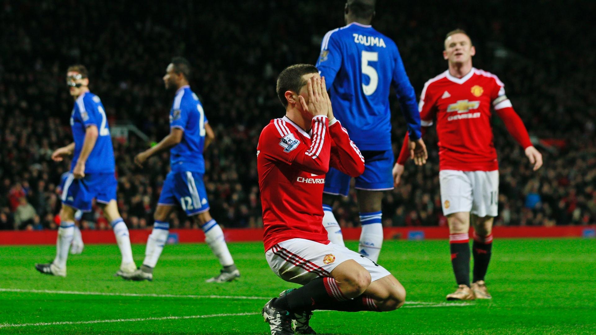 Ander Herrera lamenta gol perdido no jogo entre Manchester United e Chelsea