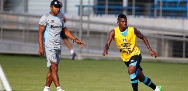 Bolaños treinou com o grupo no sábado e domingo, mas ainda aguarda avaliação dos médicos - Lucas Uebel/Grêmio FBPA