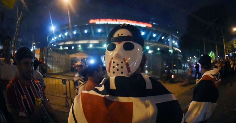 Outro torcedor são-paulino com a máscara do Jason, nesta quarta-feira (06), às vésperas da semifinal