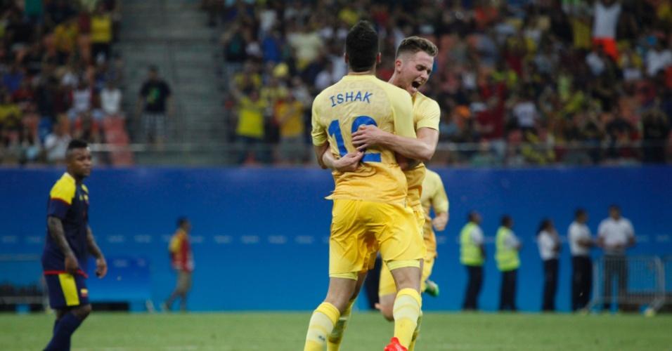 Mikael Ishak comemora gol da seleção sueca na estreia da Olimpíada