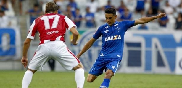 Meia é um dos atuais cobradores de falta que Mano tem à disposição no Cruzeiro
