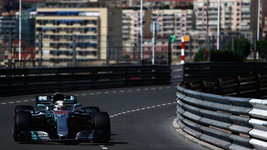 Lewis Hamilton, da Mercedes, nos treinos livres para o GP de Mônaco - Dan Istitene/Getty Images