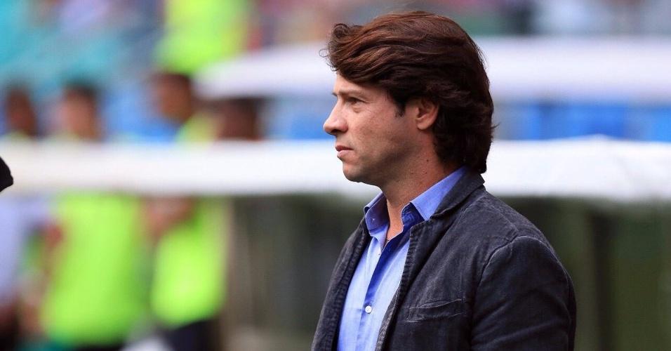 Técnico Preto Casagrande orienta o time do Bahia em jogo na Fonte Nova contra o São Paulo pelo Campeonato Brasileiro 2017
