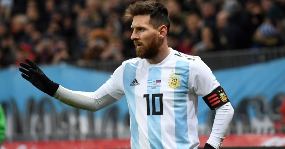 O atacante Lionel Messi com a nova camisa da Argentina