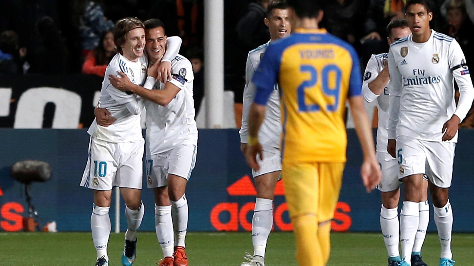 Modric e Lucas Vázquez comemoram gol do Real Madrid contra o Apoel