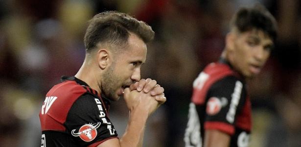 Everton Ribeiro lamenta chance perdida em jogo do Flamengo contra o Vasco
