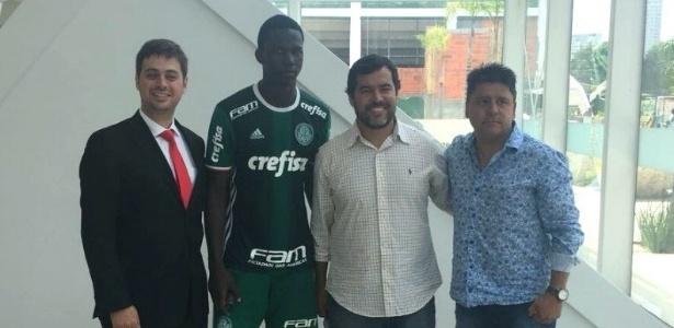 Zagueiro Jackson Porozo conheceu o CT do Palmeiras em dezembro de 2017