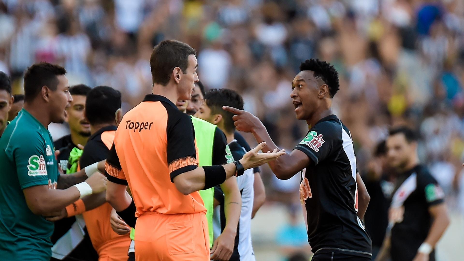 Fabrício discute com arbitragem após ser expulso em Vasco x Botafogo, em jogo pela decisão do Campeonato Carioca 2018