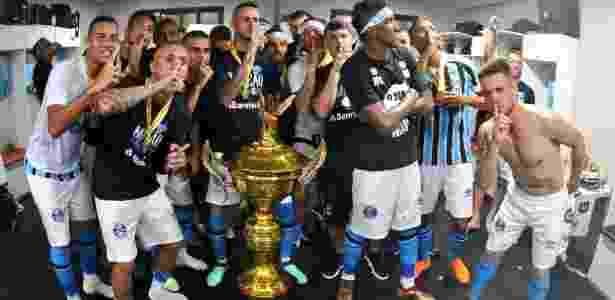 Jogadores do Grêmio cornetam o Inter em comemoração do título do Gaúcho - Divulgação