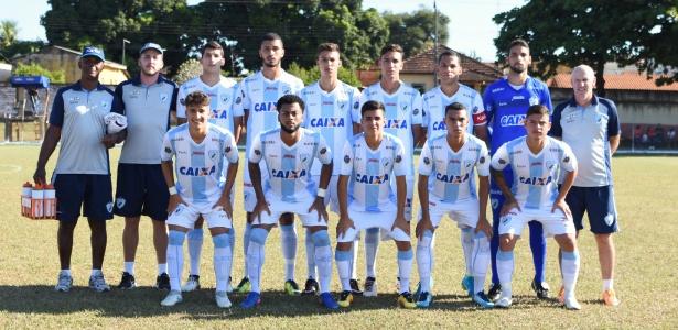 Time de base do Londrina; desabastecimento afetou deslocamentos das equipes