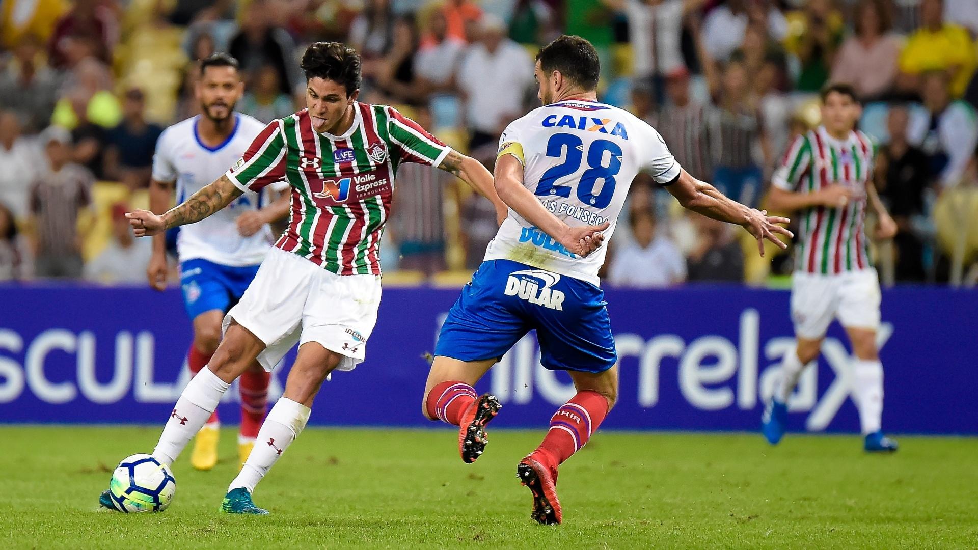 Pedro chuta para o gol e marca para o Fluminense contra o Bahia