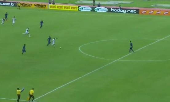Cleitinho faz golaço de antes do meio-campo na Copa do Nordeste