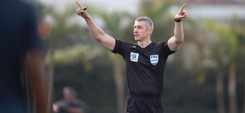 Daronco é o primeiro árbitro brasileiro a atuar na competição - Lucas Figueiredo/CBF