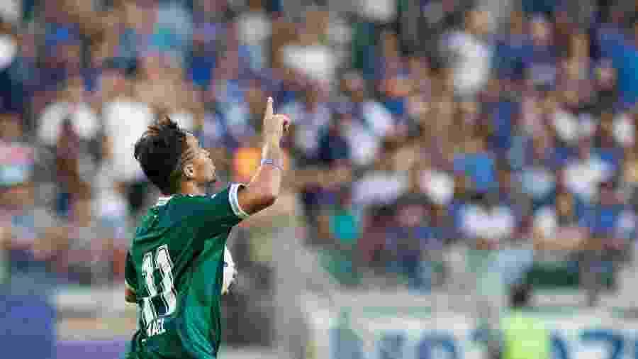 Michael (foto) empatou o jogo contra o Inter com um golaço. Virada veio aos 50 minutos do segundo tempo - Marcelo Alvarenga/AGIF