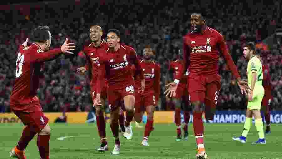 Divock Origi (à direita) marcou dois dos gols do Liverpool na vitória por 4 a 0 sobre o Barcelona - Paul Ellis/AFP