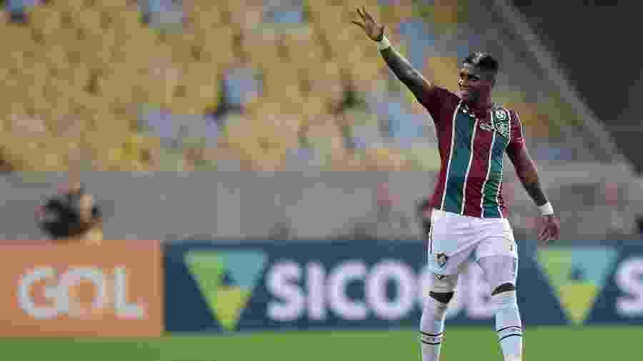 Yony Gonzalez comemora um dos gols marcados pelo Fluminense - Thiago Ribeiro/AGIF