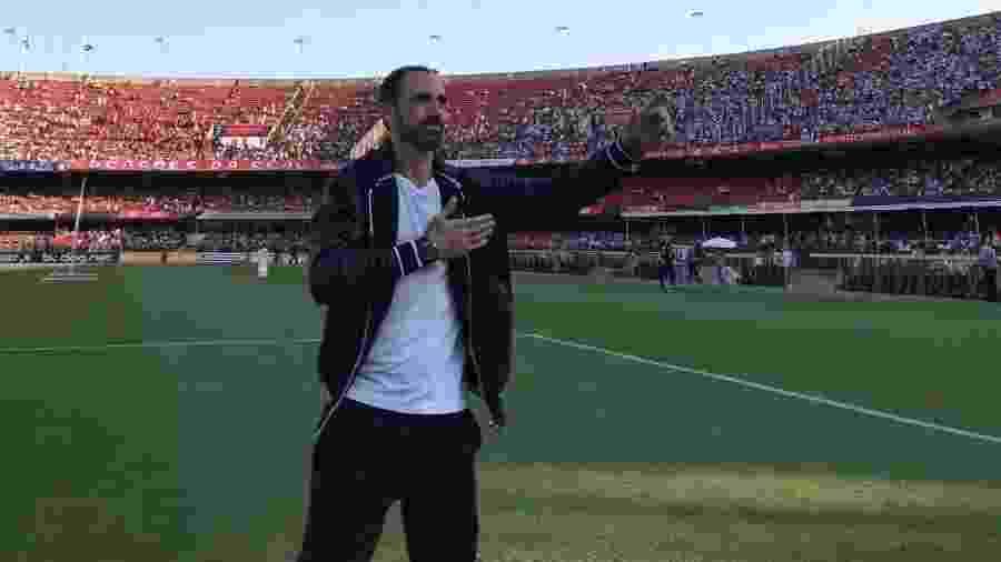 Juanfran durante apresentação no gramado do Morumbi - Divulgação/SaoPauloFC.net