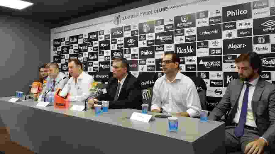 Marcelo Teixeira e a mesa do Conselho Deliberativo do Santos concedem entrevista coletiva - UOL