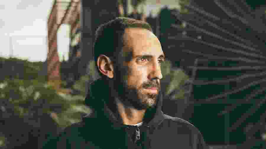 Juanfran, em ensaio produzido pelo UOL Esporte no CT da Barra Funda, casa do São Paulo - Marcus Steinmeyer/UOL