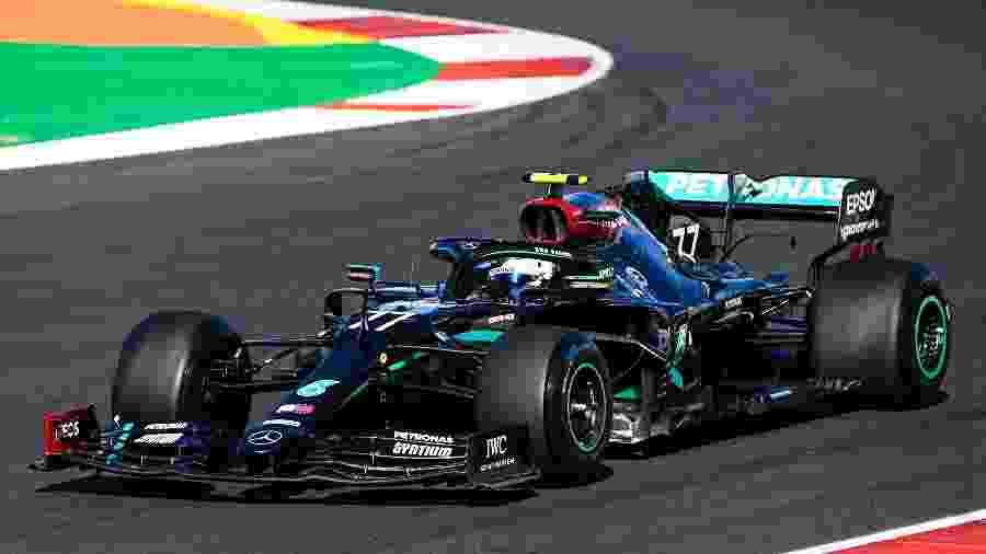 Valtteri Bottas, da Mercedes, durante treinos livres do GP de Portugual - FIA Pool